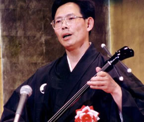 performing_picture_of_okinawa_sanshin.jpg